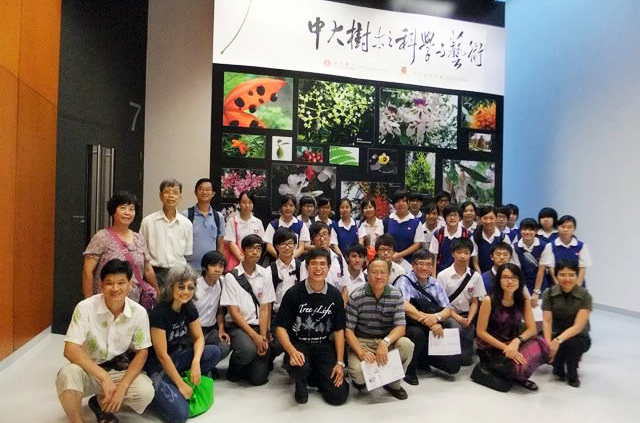 Mr George Jor, convenor of the CU Tree Project, gave a tour of the 'Science and Art of Trees and Birds of CUHK Exhibition' to secondary students